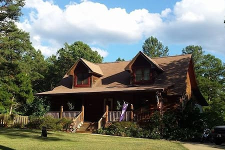 Log Home 20 mi(30 min) from Columbia&Fort Jackson