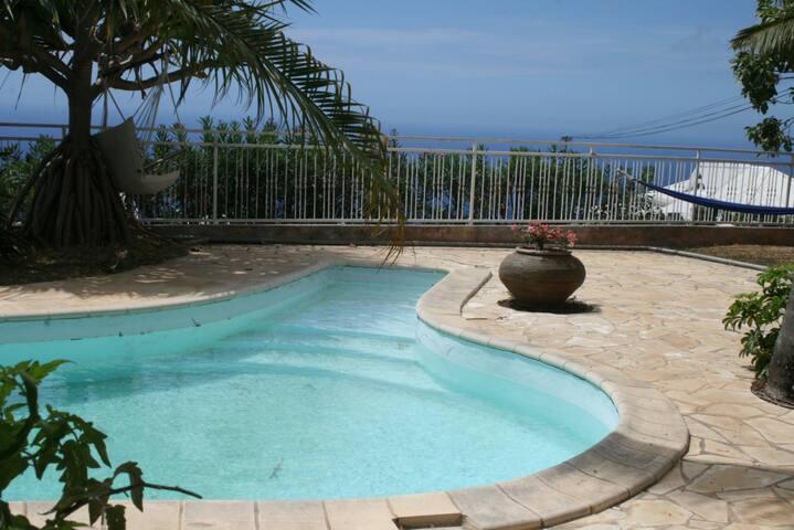 Superbe villa 5 ch. avec piscine - Plateau-Caillou - House