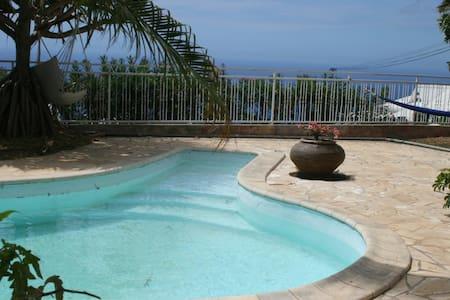 Superbe villa 5 ch. avec piscine - Plateau-Caillou