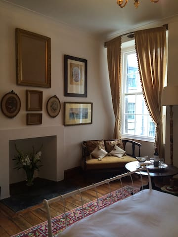 Lovely room in heart of Leith (1)