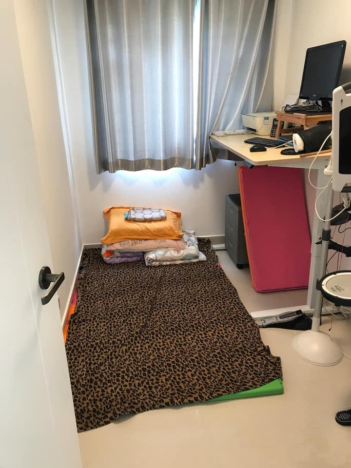 Brand new village hse - independent room tatami