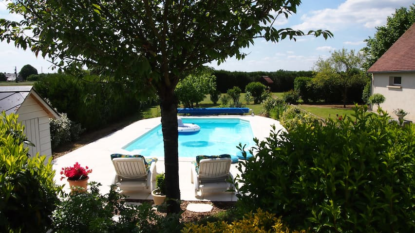 """Chambres d'hôtes """"Le Moulin à Vent"""" - Savigné-sur-Lathan - House"""