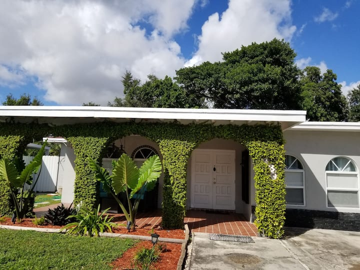 My Charming home in Miami,10 minutes from airport.