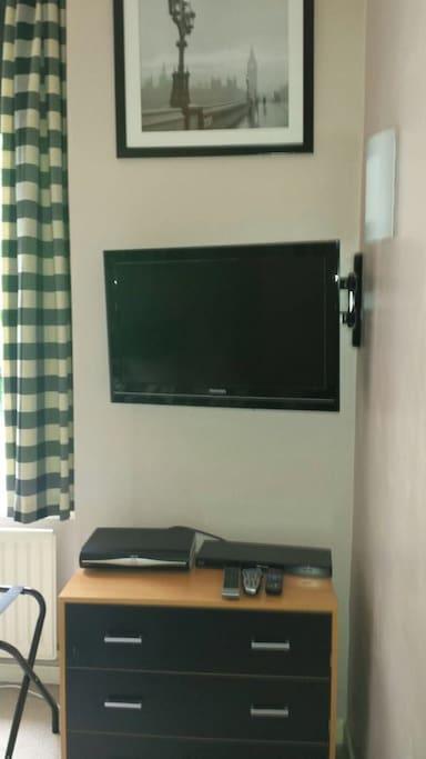 TV, DVD, Sky