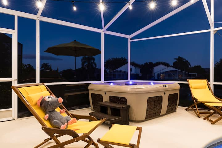 Remy's Refuge: Stylish 4BR Lakeside Disney Retreat