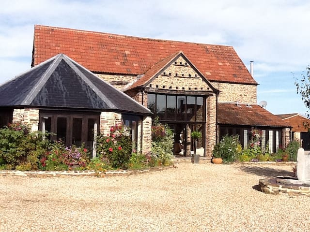 Conv Barn, S. Cotswolds, 2 king beds, 2 bathrms - Wotton-under-Edge - Hus