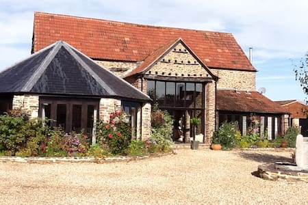 Conv Barn, S. Cotswolds, 2 king beds, 2 bathrms - Wotton-under-Edge - House