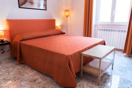 B&B Michelangelo in Civitavecchia, Orange room - Civitavecchia