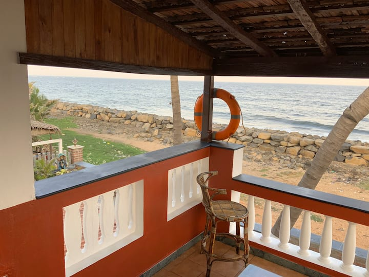 703 Breezy Sea view cottage with Cozy Balcony