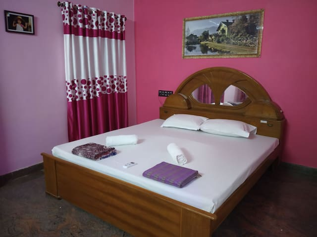 4 rooms in first floor stay - near paradise beach.