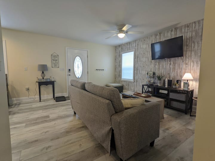 The Sweet Retreat- Private home, 2 beds, 2 baths