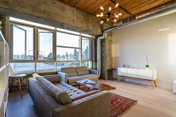 Downtown Luxury Condo/ Loft on Barker Block!