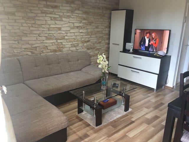 Sunny apt near beach  and city centar Split - Split - Appartement