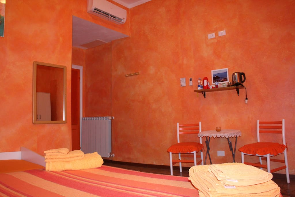Camera orange doppia chambres d 39 h tes louer la spezia ligurie italie - Chambre dhotes orange piscine ...