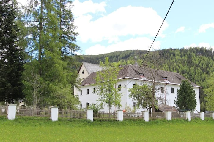 Schloss Berg Klösterle Priorat - Gnesau