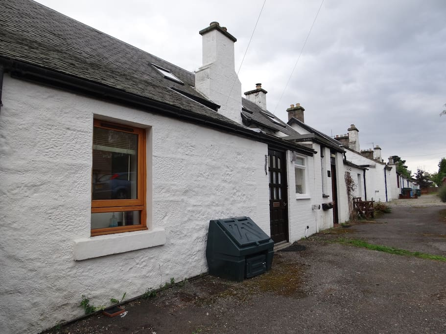 The Cottage. Centrally located and ample free parking