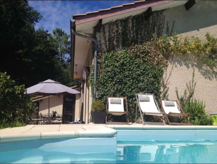 Villa with 4 bedrooms in Le Pian-Médoc, with private pool, furnished garden and WiFi - 30 km from the beach