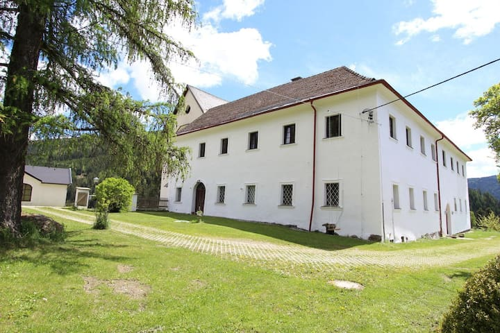 Schloss Berg Klösterle Abtei - Gnesau - ปราสาท
