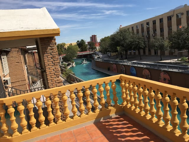 Department with terrace in Santa Lucia Riverwalk - Monterrey - Apartamento