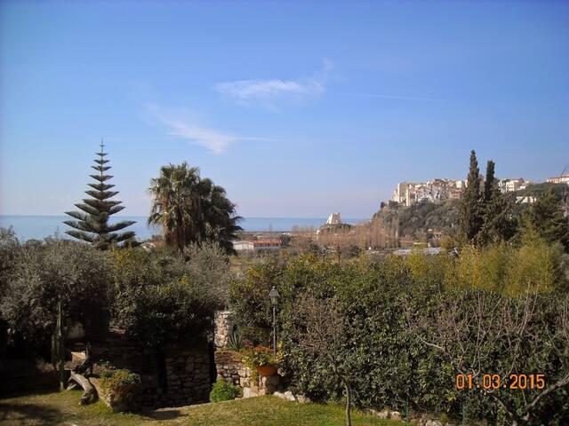 Villino con giardino a Sperlonga - Sperlonga - Villa