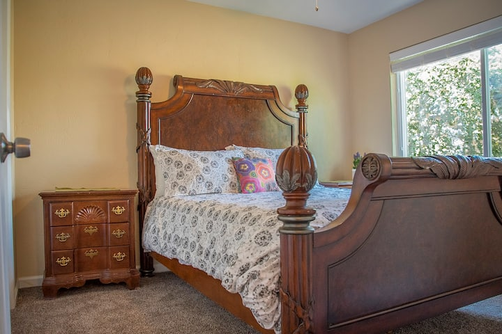 Great Location, Decor, Affordable, Long-Term Stay