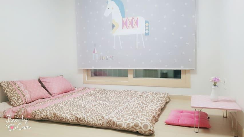 Simple & Modern Cozy Room