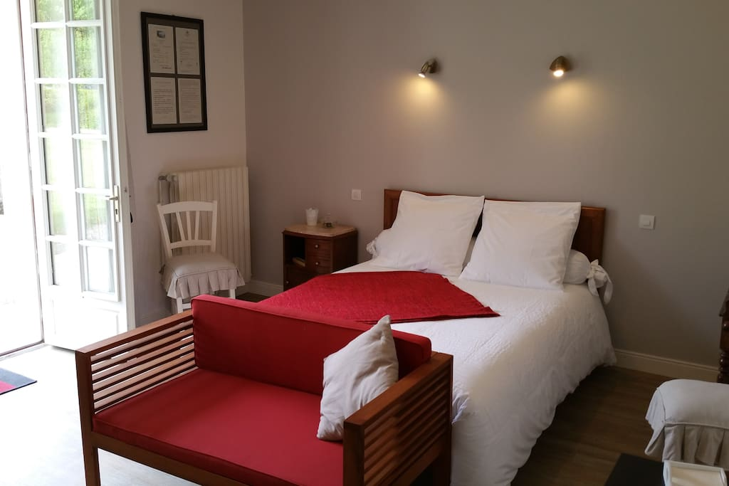 logis de la saintongeaise chambres d 39 h tes louer jonzac poitou charentes france. Black Bedroom Furniture Sets. Home Design Ideas