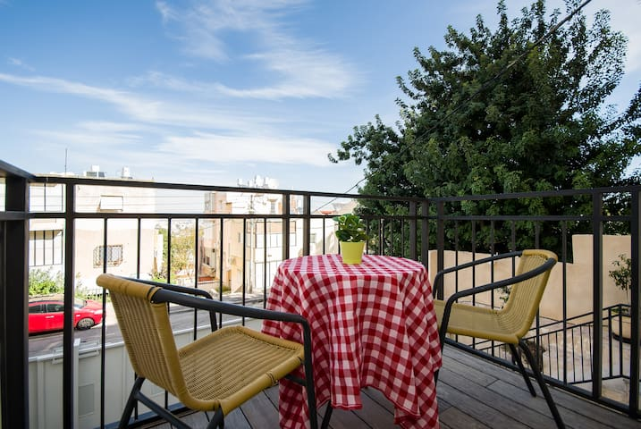 Beautiful Studio Apt +Sunny Balcony - Haifa - Apartmen