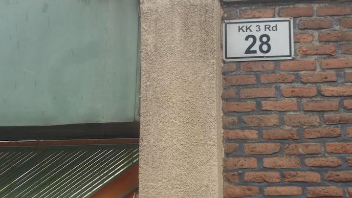 La Differance House/Ku Mushumba Mwiza