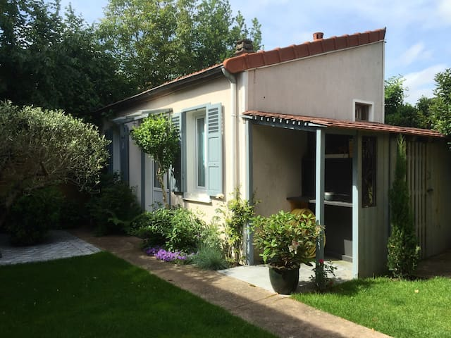 Charming cosy little house - Colombes - House