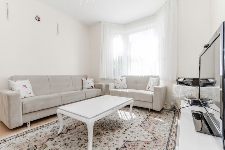 Clean and bright large single room. - London  - Talo