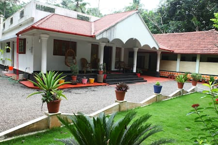 Yoga Homestay In The Countryside - Vengoor West
