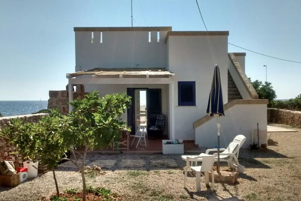 Beautiful house facing the sea houses for rent in marina for Rent a home in italy