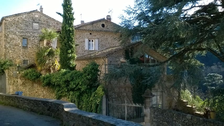 Chambre de charme dans Mas XVII proche Ardèche (J) - Saint-Jean-de-Valériscle