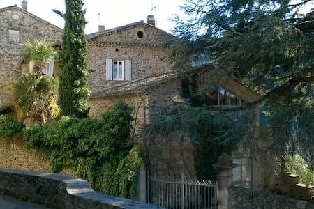 Chambre de charme dans Mas XVIIème proche Ardèche - Gästehaus