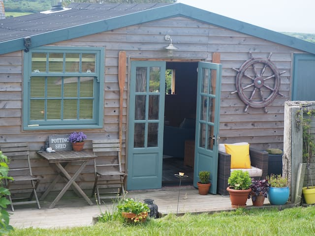 Bespoke Retreat -  The Grand Potting Shed St.Ives