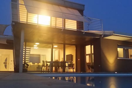 VILLA CON PISCINA IN CAMPAGNA - Asola - Bed & Breakfast