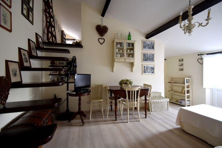 Small Charming Lovely & Romantic house by the sea - Savona - Loft