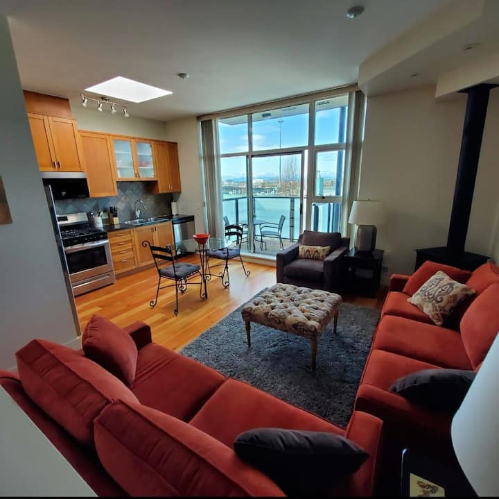 Top floor fully furnished Loft Penthouse