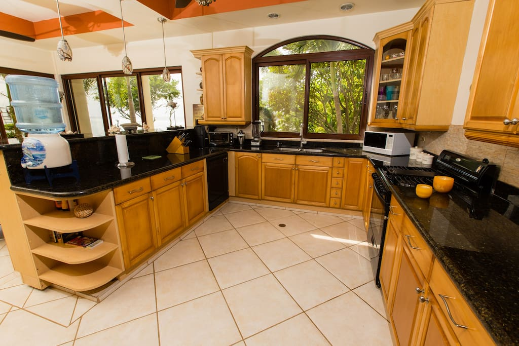 Fully equipped kitchen with gorgeous views of gardens, ocean, and blow holes.