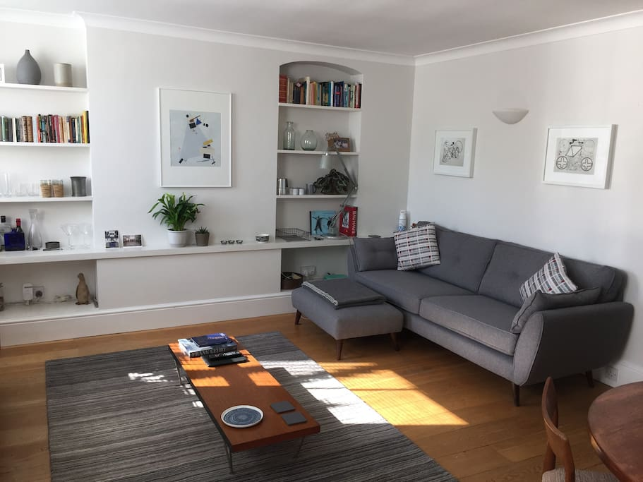 Light and spacious open plan living/dining room