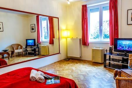 2 bedrom apartment at metro station - Budapest