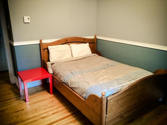 Chambre paisible / Quiet bedroom - Quebec - Apartamento