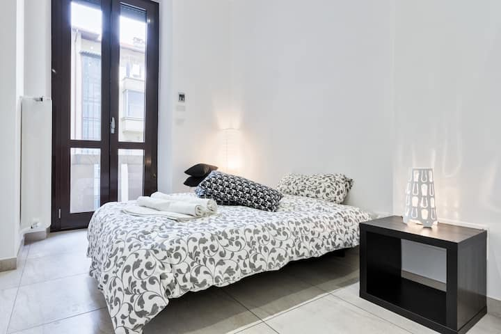 BEAUTIFUL ROOM IN A GOOD NEW APARTMENT NEAR METRO