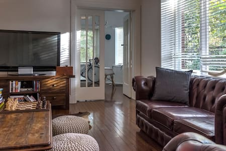 Stately room in Grand apartment - Woollahra