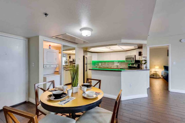 (C403) Across from Conv Ctr/Apt for 6/By Strip!