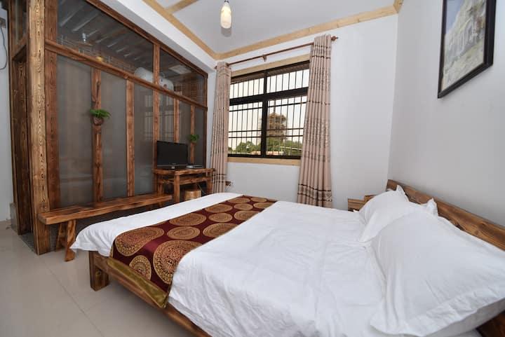 卧看东塔的大床房,离西街30米