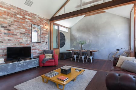 Amazing Mt Lawley Loft Apartment - Apartament
