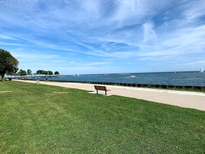 veteran's park overlooking water