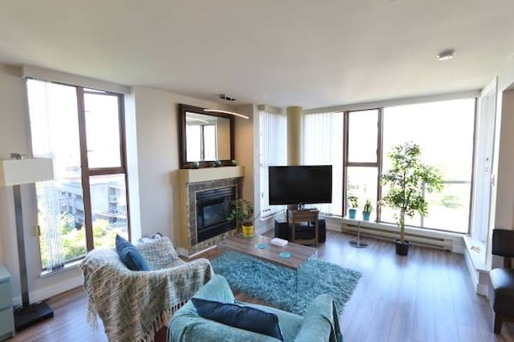 Amazing Vistas+Quiet 2 Bdrm+Parking. No need a car